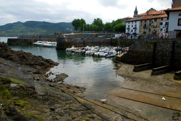 Mundaka Harbor