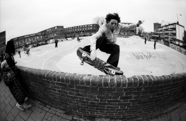 Jeremy Donaldson. Nose pick on the wall of Stockwell Skatepark, Stockwell, London. 2006.  Photo: Jonathan Hay