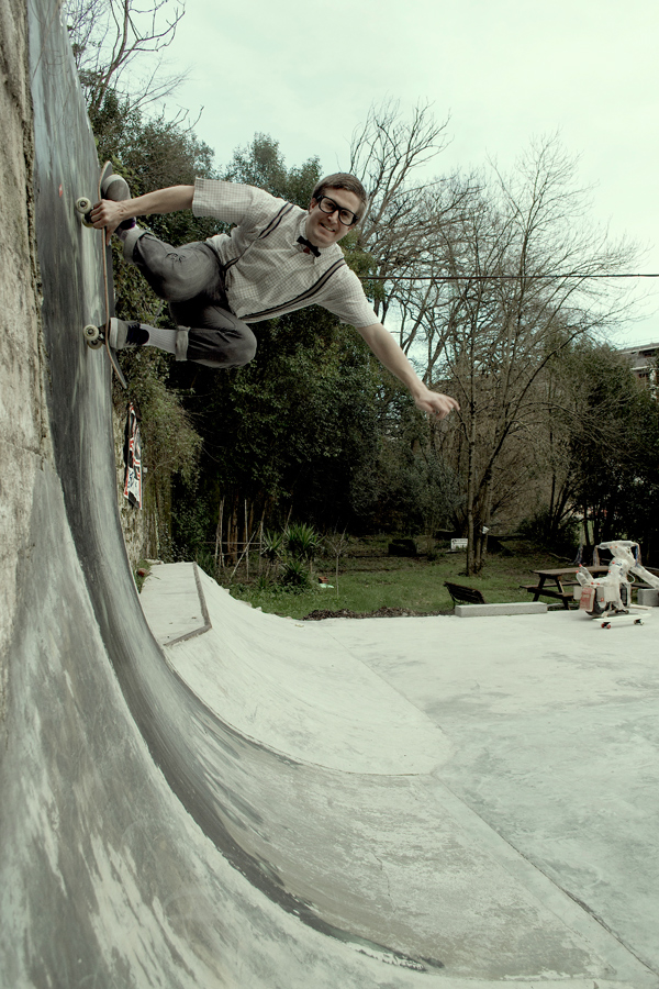 Urtzi Unanue. Fakie tuck knee. Photo: Cosme Portuondo