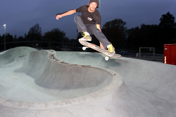 The good old street melon grab performed by Jenne. IGS Hamburg - Germany.  Photo: Matt Grabowski