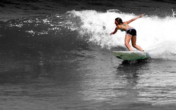 Ianie, surfing Bakio. Photo: Koldo Erauzkin