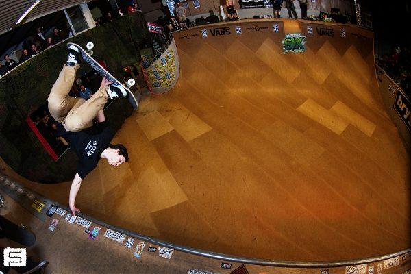 Dutch ripper Tim Bijsterveld. Frontside invert.