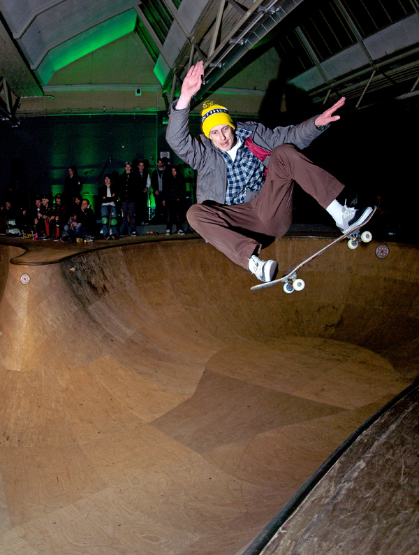 Jeroen Sars. Frontside ollie over the hip.