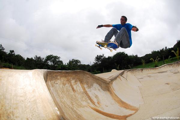 Kaleb Stevens. Ollie. El Mutante. Costa Rica. Photo: Tony Roberts