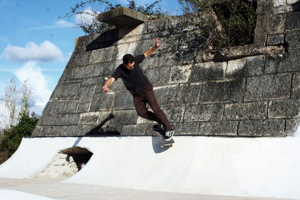 João Sales. Backside smith.