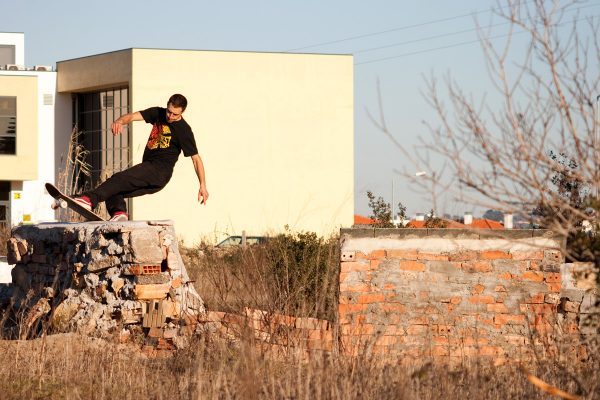 João Sales. Frontside rock.