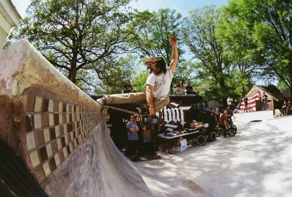 Henny. Crail slide on the quarter. Photo: Carlos Santori.