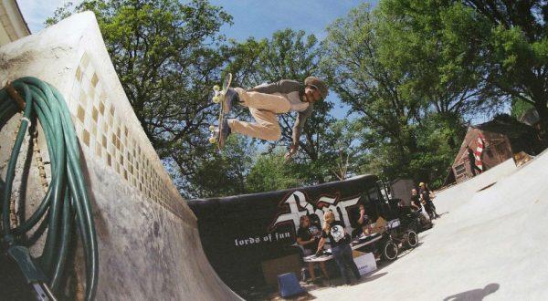 Julian Etheridge. Backside air on the quarter. Photo: Carlos Santori