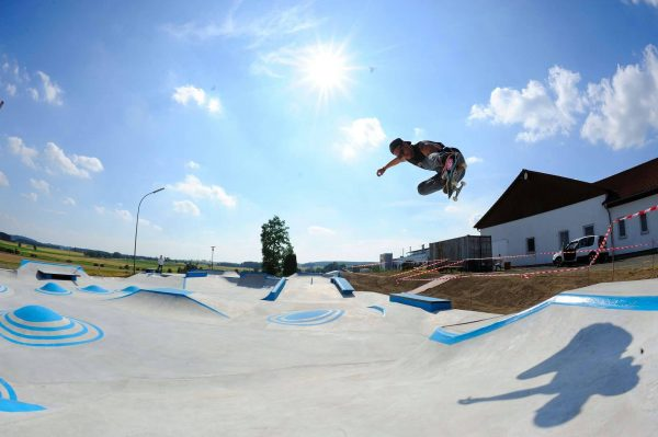 Spitzi. Backside air.
