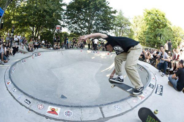 Max Shrädder.  Backside tailslide.  Photo: Jo Hempel