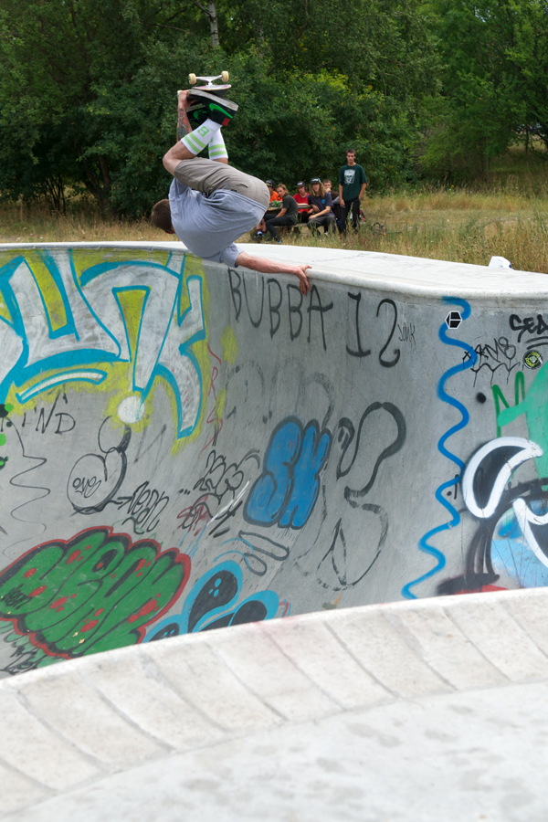 Colin Adam. Frontside Invert.