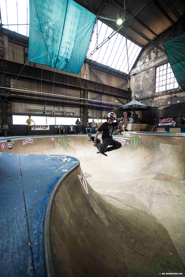 Lenni Jannsen.  Invert in the Factory Bowl.  Photo: Mr. Bookwood