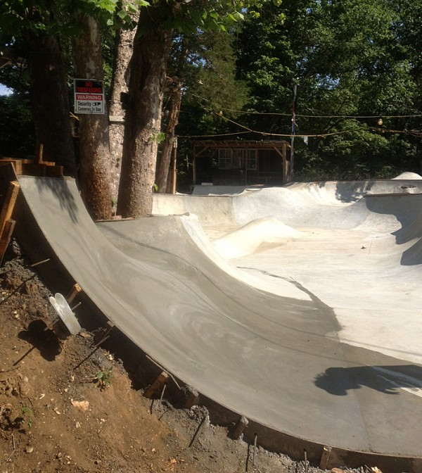Second pour of the summer which connected a few new lines for the upper deck's skate track!!