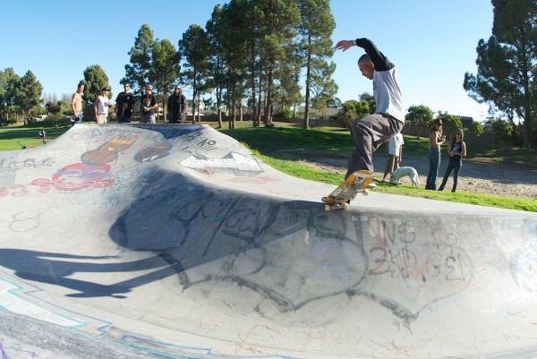 Brahm has been ripping Derby for decades. Noseblunt slide over the hip, before most.
