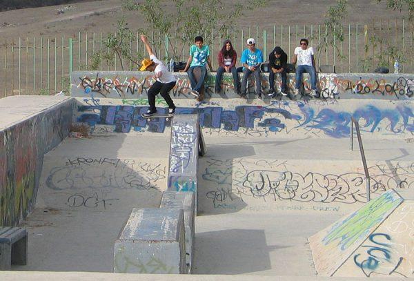 Roberto Alemañ. Backside tailslide.