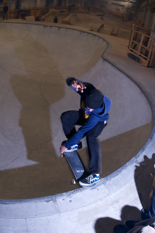 Max Shrädder from Stuttgart showed up late, and fired the session back up. Crailslide in the deepend.