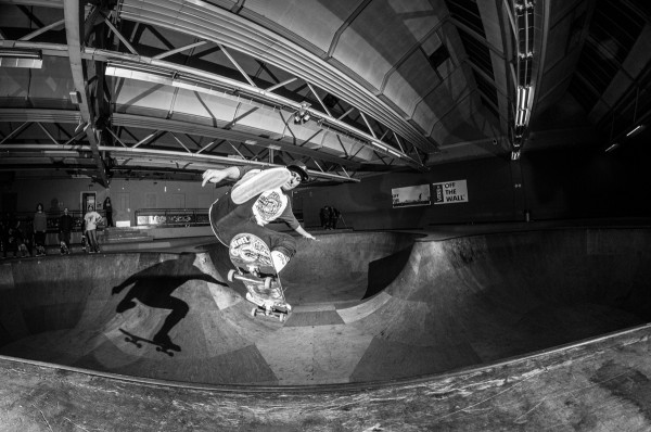 Chris Haake. One foot to fakie. Photo: Nicola Debernardi