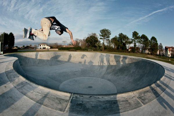 Javier Mendizabal. Backside air at Benesse.  Photo: Jean Dolhats