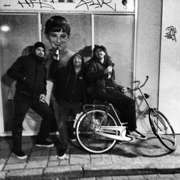 Street beers in Eindhoven, on the way to the bar. Käptn Neptun, J. Hay, and Dave Katz.  Photo: Nicola Debernardi