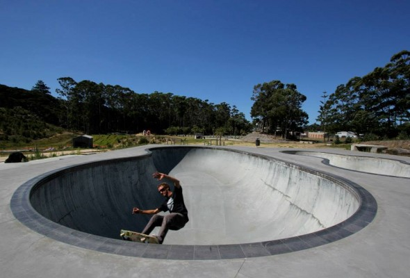 Rohan Anderson. Getting a padless grind in the deepend in 40 degree temps (100+ f).