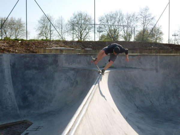 Matt from Douai pulling an indy noseblunt transfer on that bloody spine that should`t be there!