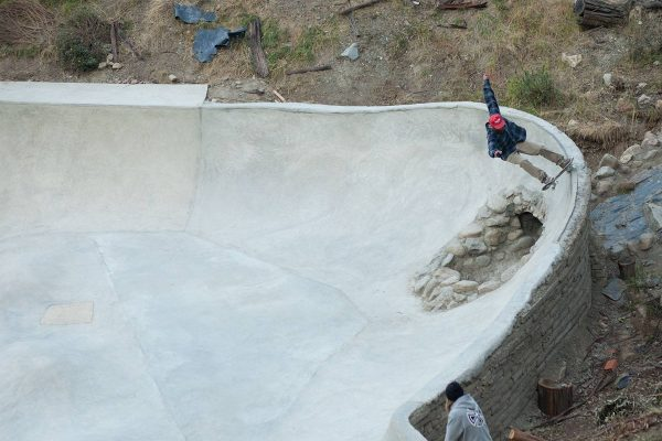 fs grind over hole of death. Photo: association de skate
