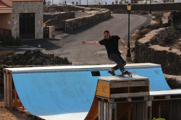 Gio Sbokked Barberis. Frontside rock. Photo: Cristian Corradin