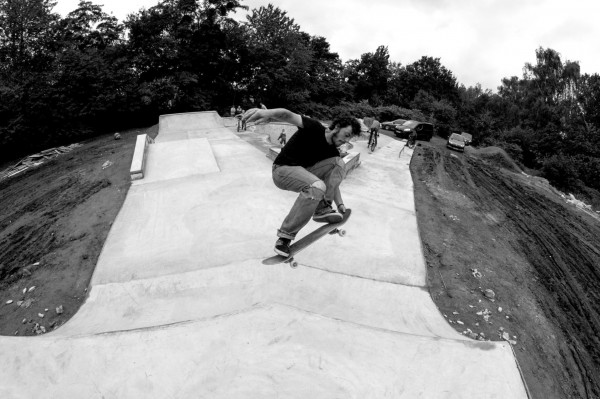 12-Testing-the-hip-(skater-=-Joran---Pic-by-Mahell)