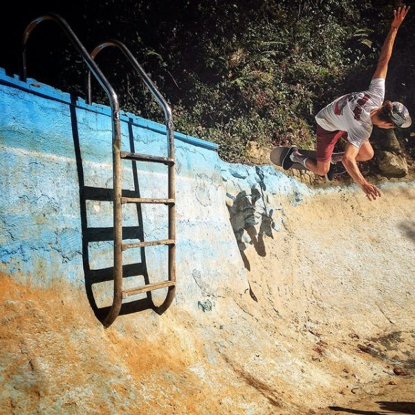 Santi. Backside ollie in the corner. Rekalde pool.  Photo: Alain Goikoetxea.