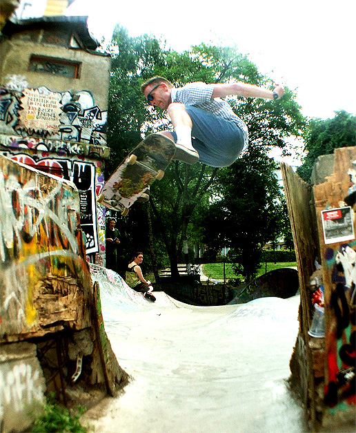 This one took a good bit of wrestling as Dave needed to stick it into the narrow bit. Gap ollie at the Flora.