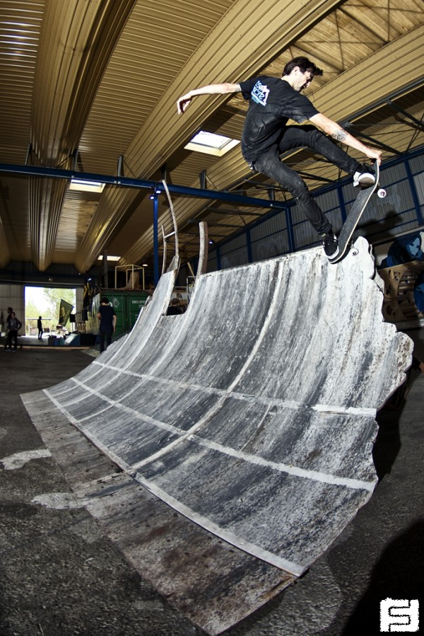 Jeremie Plisson. Crail 5-0 to fakie.