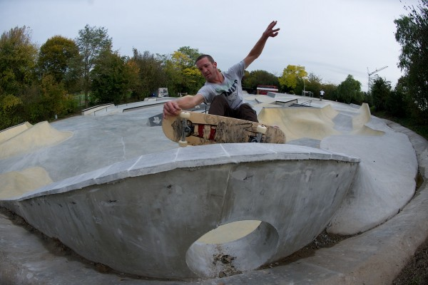 Rohan Anderson. Frontside nosegrab over the hole on the pool coping at the end of the snake run. Photo: J. Hay