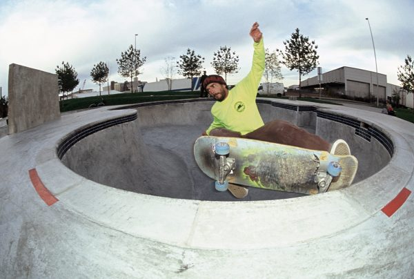 Soup frontside grinding over the love seat in the crazy backyard pool style bowl in Bremen, complete with 5 death boxes and a loveseat.... Pala Gila Bend pool replica in Germany.