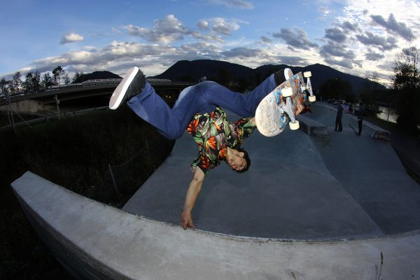 "Aref Bobby Koushesh. One footed invert. Photo: Alberto ""Sket"" Scatolin"