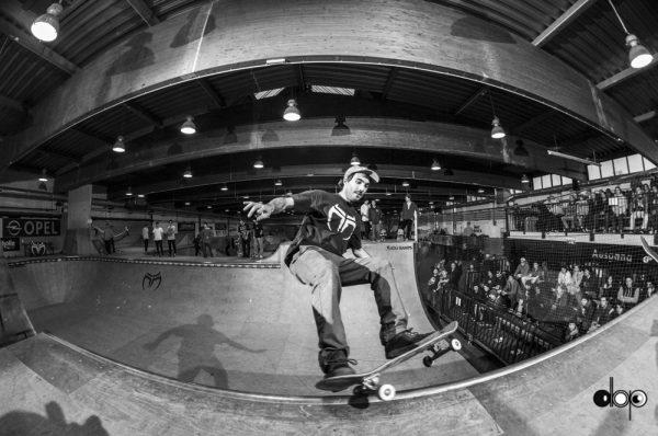 Roman Erhart. Stand up frontside grind
