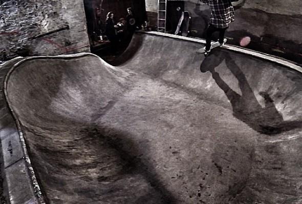 @lifegrinder @herzblutskateboards Frontside smith grind