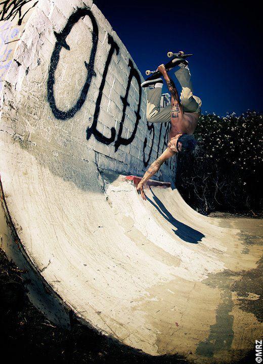 Inverted Carter Falco.  Photo: MRZ