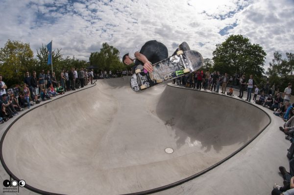 Robin Bolian. Backside air. Photo: Nicola Debernardi