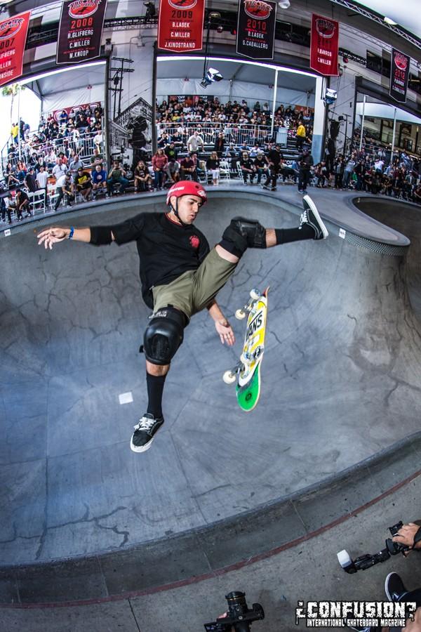 Alex Pereslon. Frontside flip.