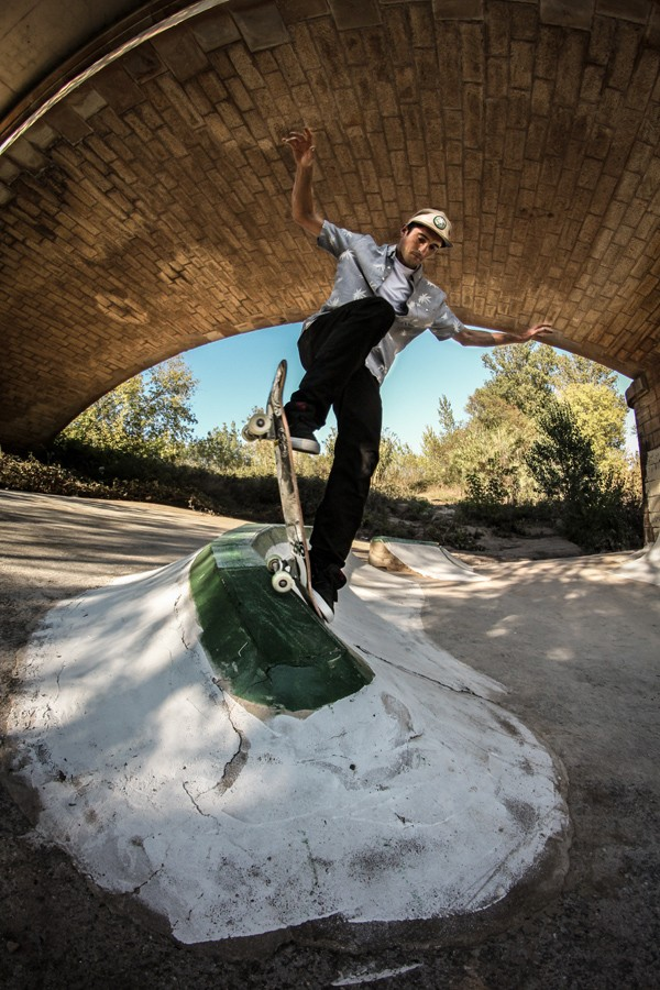 Backside blunt slide. Photo: Valentin Klinger
