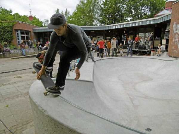 Karsten is about to Fs Nosepick