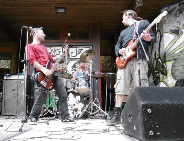 Kaos Kabeljau is rockin' the punk