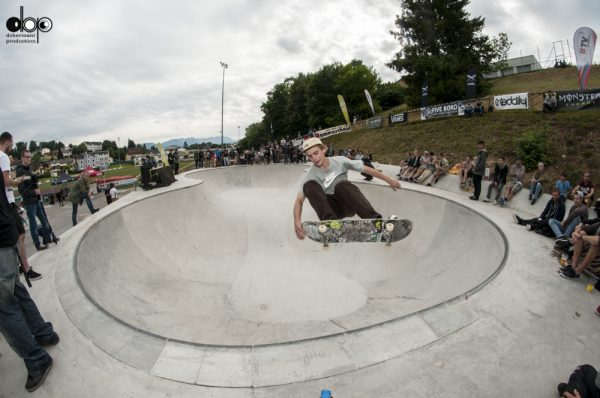 David Bachl. Frontside ollie..