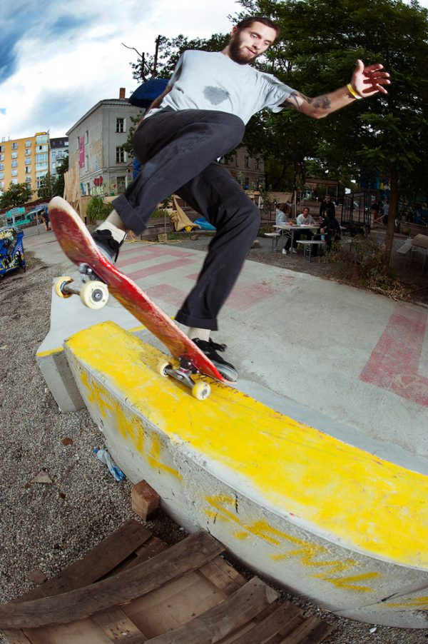 Igor Fardin. Noseblunt slide.  Photo: Alan Maag