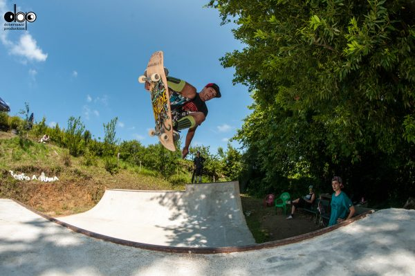 Mikel Muguerza. Air to fakie.