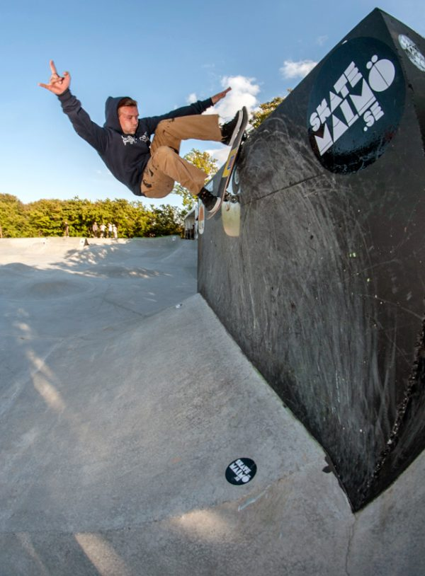 Donovan Rice. Rock to fakie on the vert box.  Photo: Nicola Debernardi