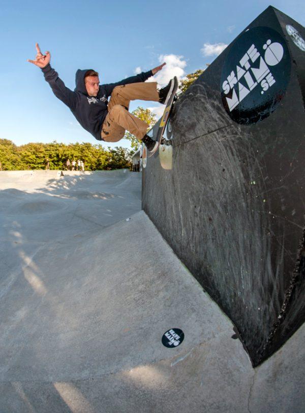 Donovan Rice. Rock to fakie on the vert box.  Photo: Nicola Debernardi