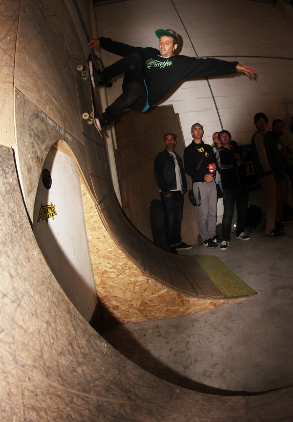Pibe way up there on the wallride.