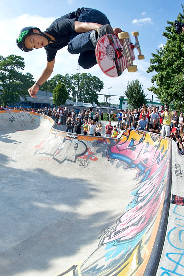 Lenni Janssen. Full grown man sized head high backside melon grab.
