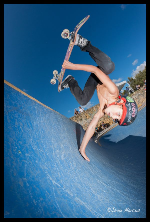 Peques. Hand plant